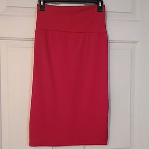 Comfortable red pencil skirt w back slit